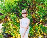 милая девушка меньший напольный портрет Стоковые Изображения RF