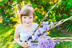 милая девушка меньший напольный портрет Стоковое Фото