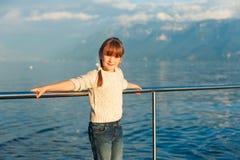 милая девушка меньший напольный портрет Стоковая Фотография