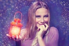 Милая девушка на Рожденственской ночи Стоковая Фотография
