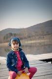 Милая девушка на скача шарике Стоковая Фотография