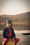 Милая девушка на скача шарике Стоковое фото RF