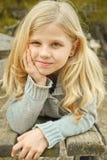 Милая девушка на стенде Стоковое Фото