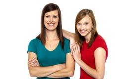 Милая девушка подростка с ее матерью Стоковое фото RF