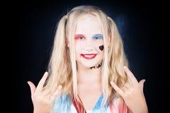 Милая девушка ребенка при состав хеллоуина имея потеху Стоковая Фотография