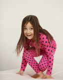 Милая девушка скача на стоковое фото