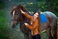 Милая девушка с лошадями Стоковая Фотография RF