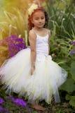 Милая девушка цветка. стоковое изображение