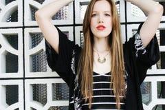 Милая девушка redhead с длинными волосами Стоковое Изображение RF
