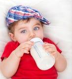 Милая еда мальчика Стоковая Фотография RF