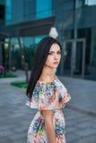 Милая женщина в городе Стоковое фото RF