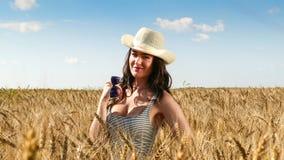 Милая женщина в конце поля вверх по портрету стоковая фотография rf