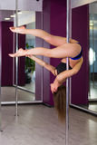 Милая женщина в студии танца поляка Стоковая Фотография