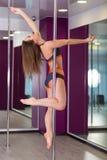 Милая женщина в студии танца поляка Стоковые Фотографии RF
