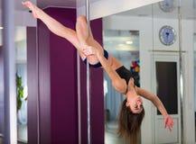 Милая женщина в студии танца поляка Стоковые Изображения RF
