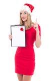 Милая женщина в шляпе santa при список целей изолированный на белом backg Стоковые Фото