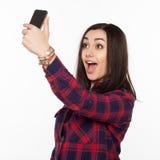 Милая женщина делая фото selfie Стоковое Изображение RF