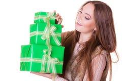 Милая женщина моды с подарками коробок День рождения Стоковое Изображение RF