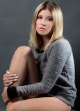 милая женщина свитера стоковая фотография rf