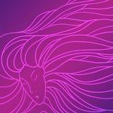 Милая женщина с красивыми длинними волосами Стоковые Фотографии RF