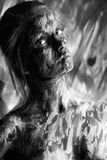 Милая женщина с ходами краски на desaturated фото стоковая фотография