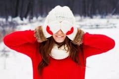 Милая женщина yong в красном свитере Стоковые Изображения