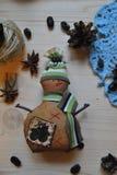 Милая игрушка снеговика на предпосылке в стиле рождества Стоковое Фото