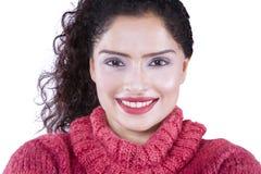 Милая индийская женщина с одеждами зимы Стоковое фото RF