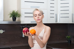 Милая и здоровая, естественная органическая сырцовая концепция свежих продуктов Стоковые Фото