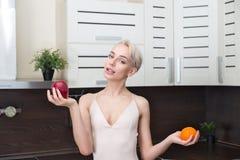 Милая и здоровая, естественная органическая сырцовая концепция свежих продуктов Стоковые Фотографии RF
