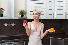 Милая и здоровая, естественная органическая сырцовая концепция свежих продуктов Стоковая Фотография