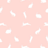 Милая иллюстрация кролика, безшовная картина на розовой предпосылке Стоковое Изображение RF