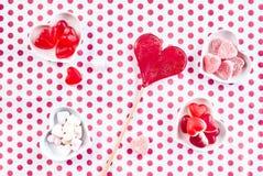 Милая красная и белая предпосылка валентинок точки польки Стоковые Изображения RF
