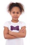 Милая маленькая африканская азиатская девушка с сложенными рукоятками Стоковые Изображения RF