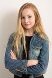Милая маленькая девочка в куртке джинсовой ткани Стоковые Фото