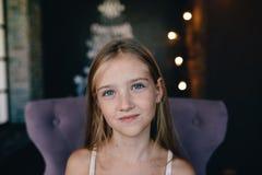 Милая маленькая девочка на предпосылке украшений рождества Стоковая Фотография RF