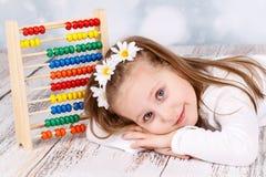Милая маленькая девочка с абакусом Стоковая Фотография