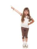 Милая маленькая девочка указывая вверх где-то и усмехаться Стоковая Фотография RF