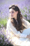 Милая маленькая девочка Outdoors в поле цветка лаванды стоковые изображения