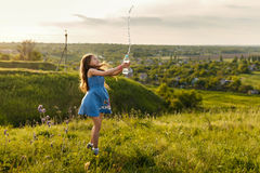 Милая маленькая девочка squirting вода Стоковое Фото