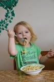 Милая маленькая еда ангела младенца Стоковые Фото