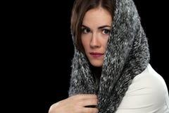 Милая модельная голова шарфа Стоковое Фото