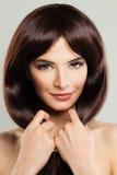 Милая модельная девушка с длинными здоровыми волосами милая женщина Стоковые Фото