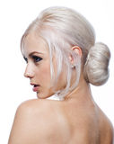 Милая молодая женщина с светлыми волосами вверх стоковое изображение