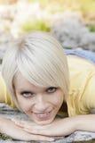 Милая молодая женщина daydreaming Стоковое Изображение RF