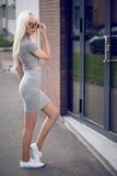 Милая молодая модель в представлять снаружи Стоковое Изображение