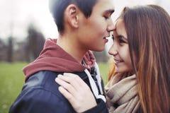 Милая подростковая влюбленность стоковые фото