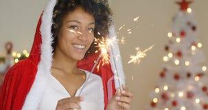 Милая дружелюбная молодая женщина празднуя рождество Стоковая Фотография