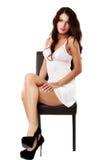 Милая, сексуальная женщина в женское бельё изолированном на белизне Стоковое Изображение RF