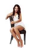 Милая, сексуальная женщина в женское бельё изолированном на белизне Стоковые Фотографии RF